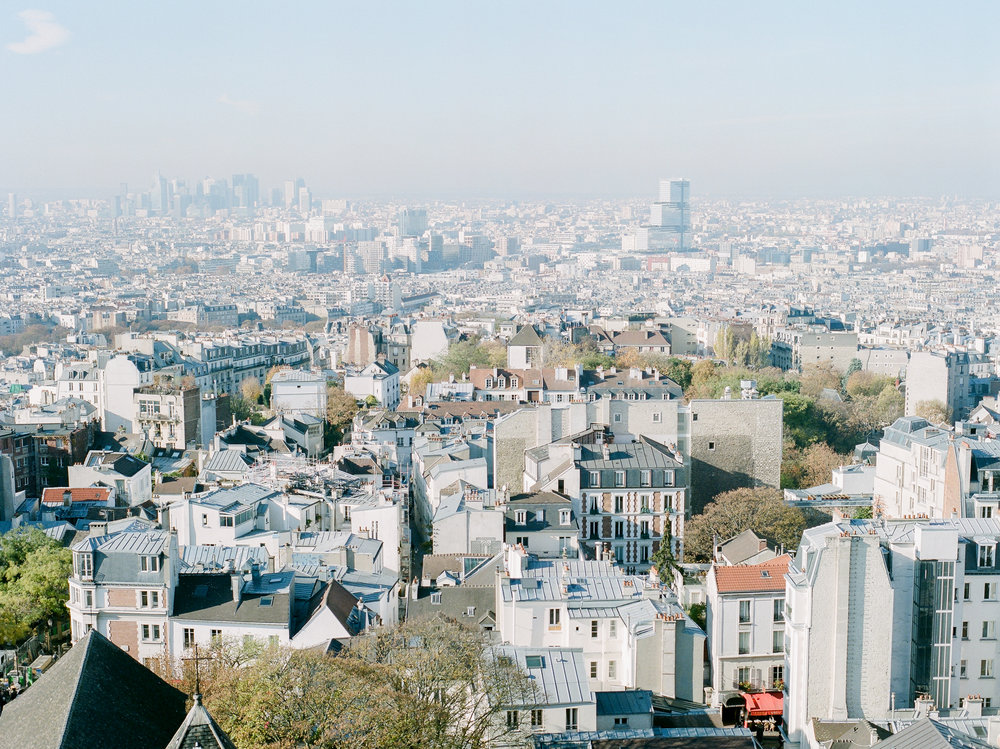 film-photographer-captures-Paris-during-the-day.jpg