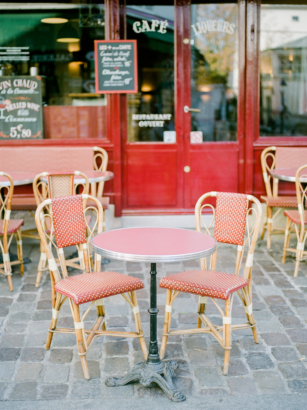 classic-red-chairs-at-paris-café.jpg