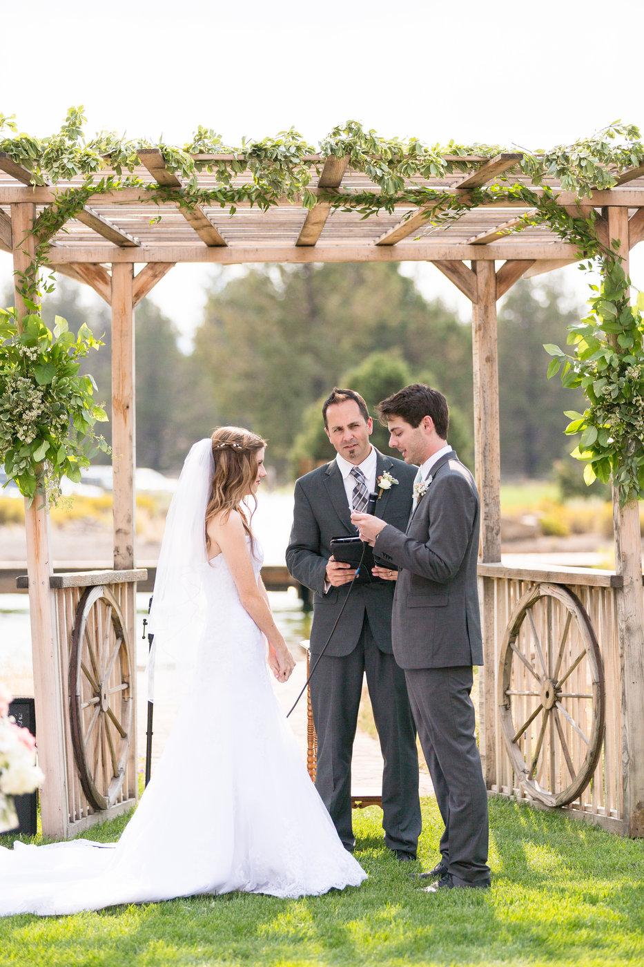 outdoor-wedding-ceremony-in-Northern-Californiajpg