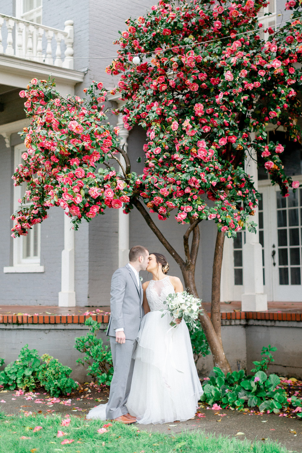 bride-and-groom-romantic-portraits-in-the-spring.jpg