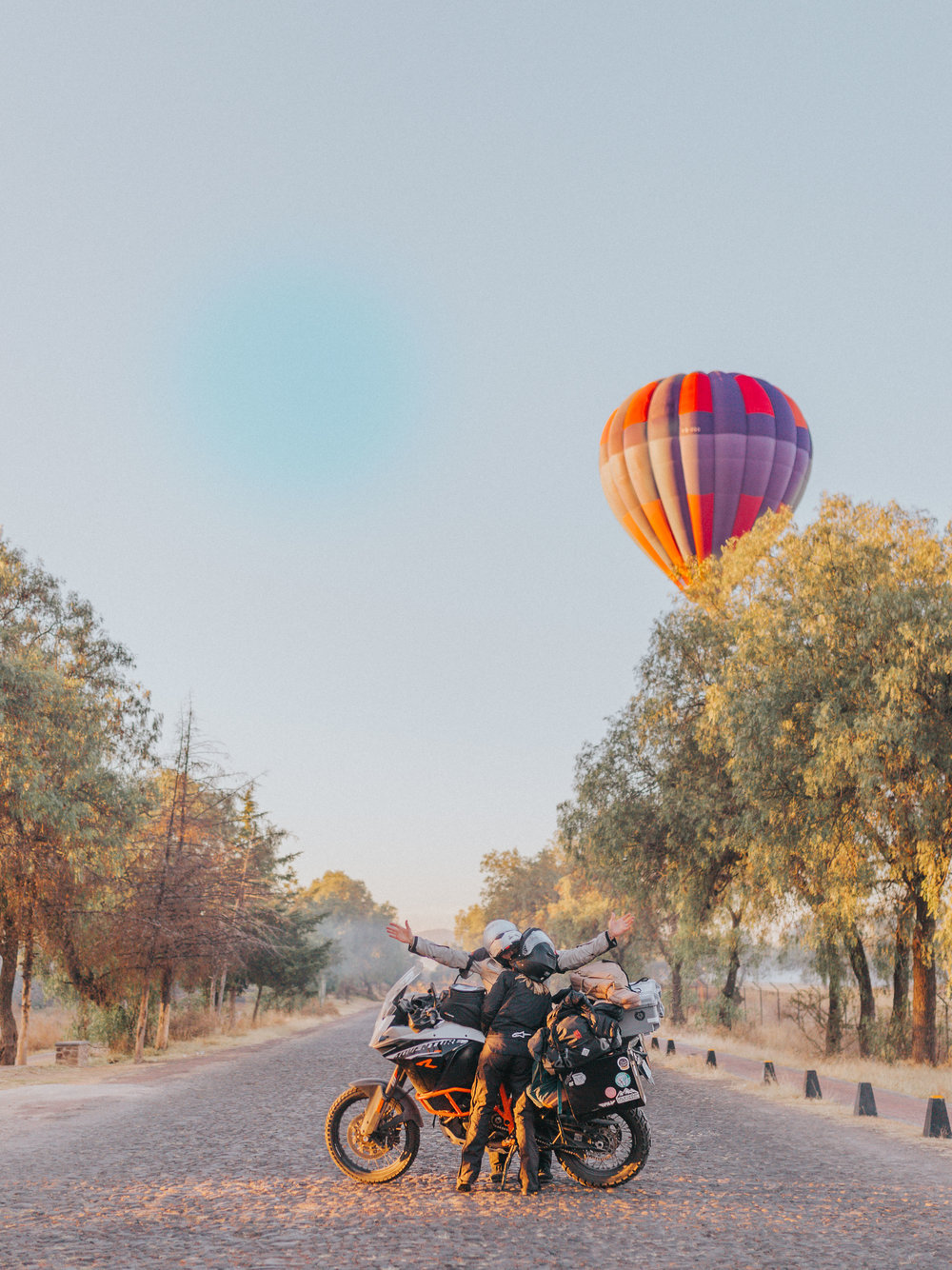 Giant hot air balloons in Teotehuacan!