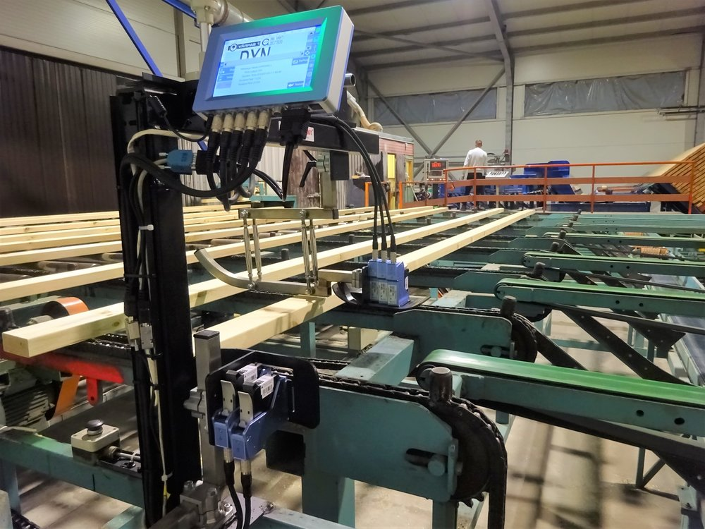 - Our new installation at the Varpas1 sawmill, comprising top stamp and end stamp