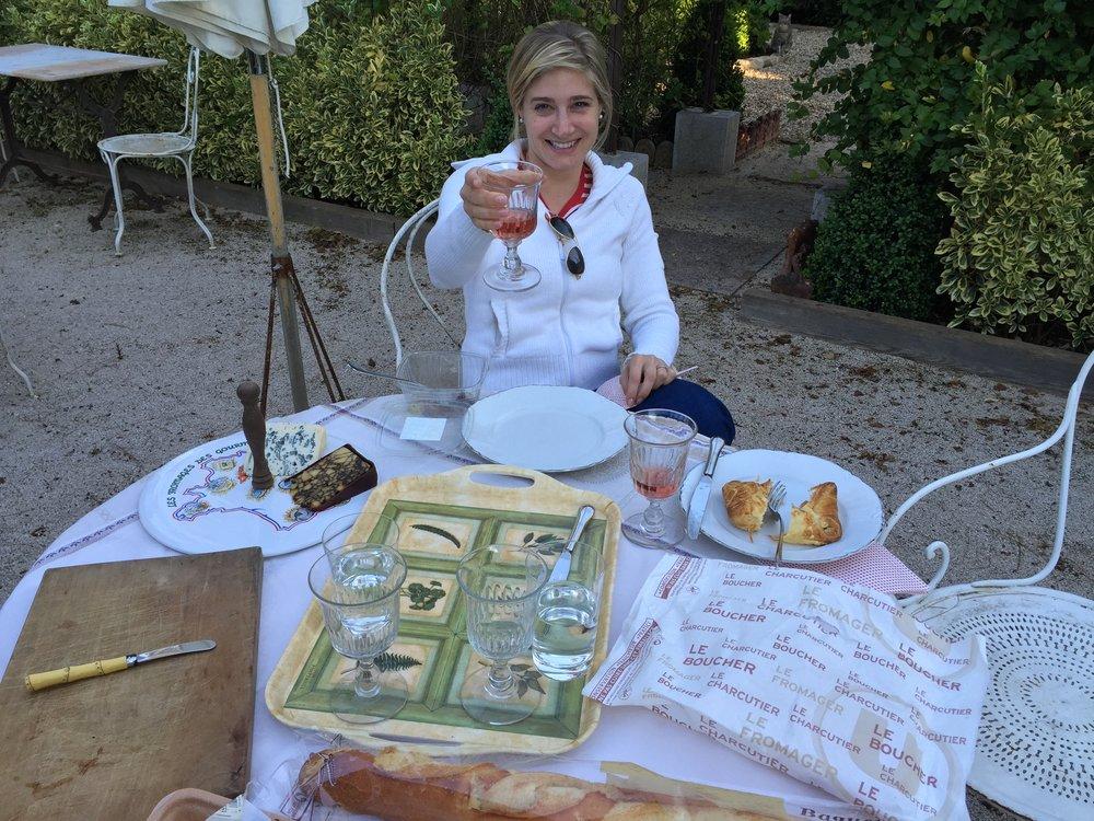 Dining alfreso at Ma Maison àGevrey-Chambertin