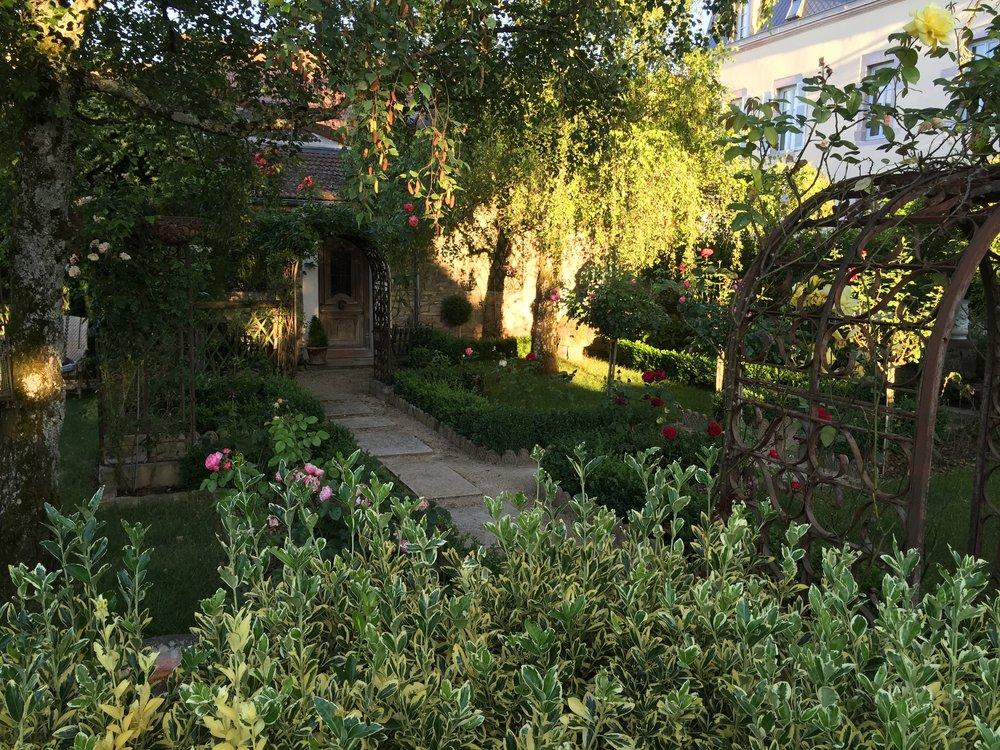 Garden at Ma Maison àGevrey-Chambertin