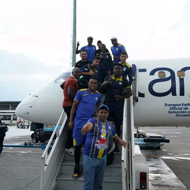 ¡NOS VAMOS A MANTA!  El equipo aborda el vuelo que lo llevará hasta Manta. Te esperamos en el aeropuerto para que recibas a nuestros jugadores en caravana hasta Playita Mía.  #ElOrgulloDeManabí