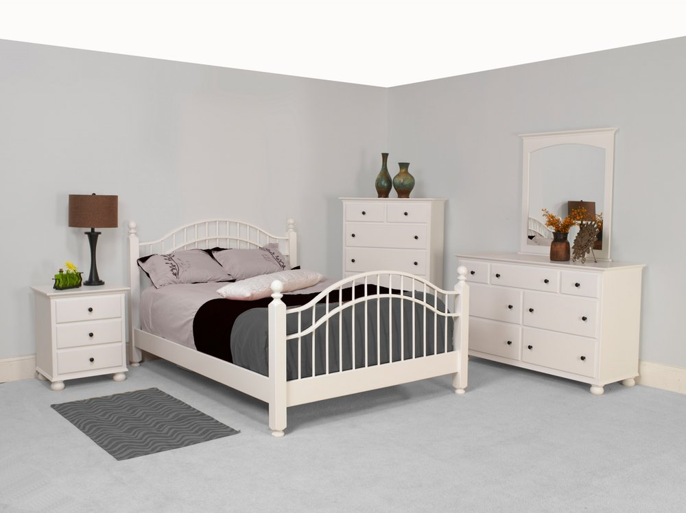 Luellen Setting with Double Bow Bed