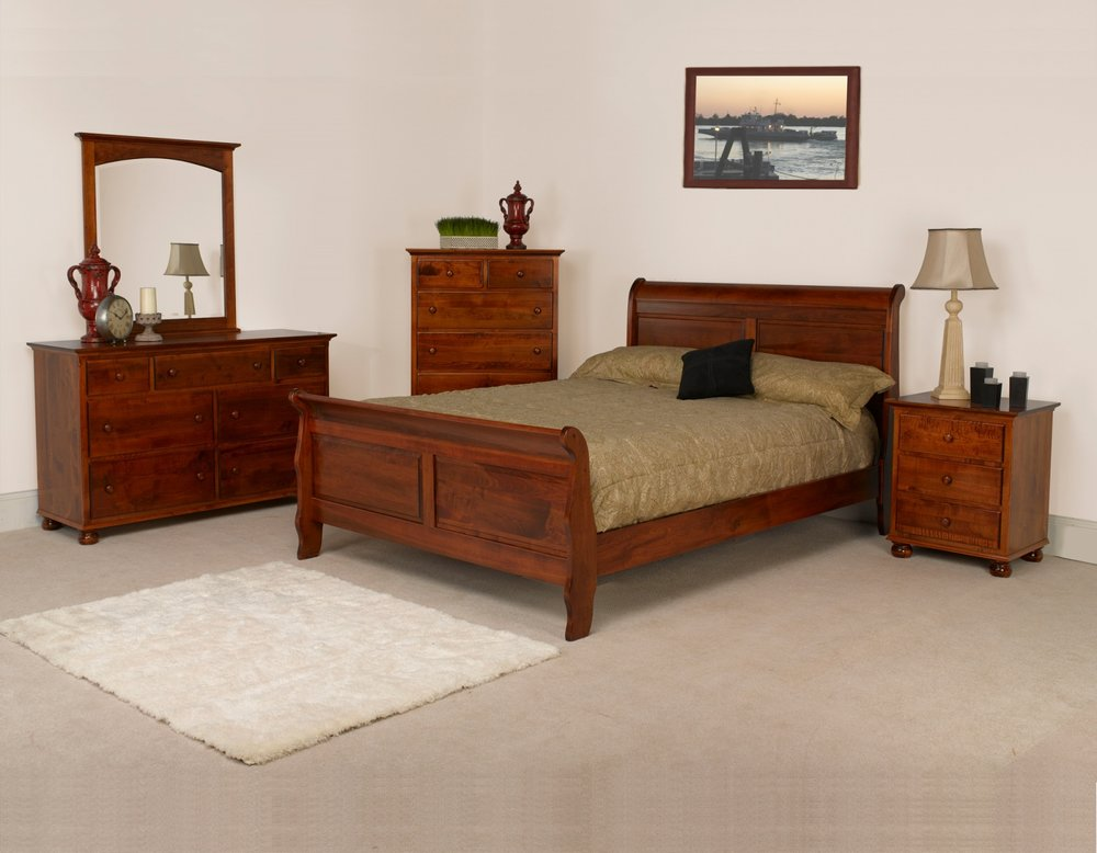 Luellen Setting with Sleigh Bed