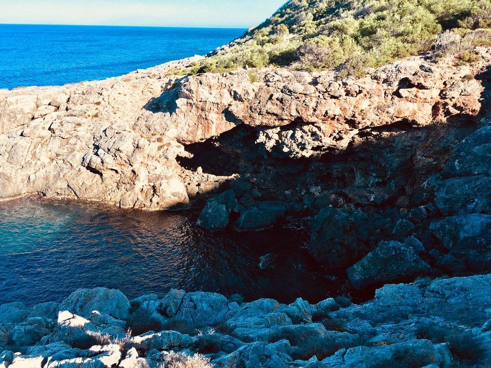 Wanderung am Pou des Lleo zum Torre d'en Valls auf Ibiza. #wandern #ibiza #spanien #balearen #urlaub #urlaubstipps #geheimtipps