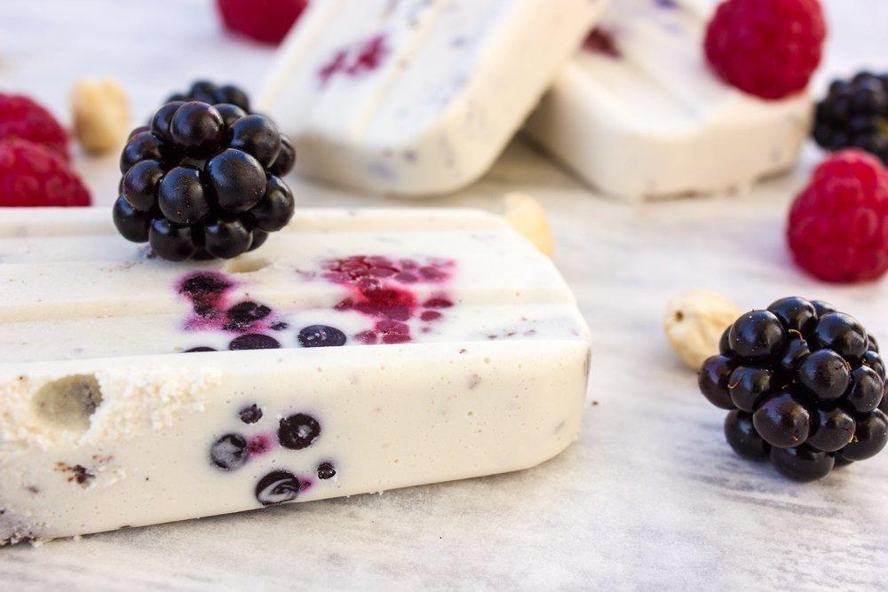 Berry_paleta_popsicle_cashew_vegan_coconut_healthy_ice_cream_4.JPEG