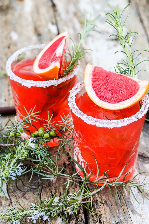 Festlicher Aperitif mit Gin und Grapefruit. Perfekt für die Adventszeit und Weihnachten. #gin #aperol