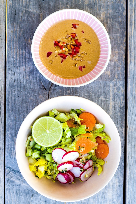 Leckeres, winterliches Gado Gado mit Ofengemüse. Vegan & Glutenfrei.