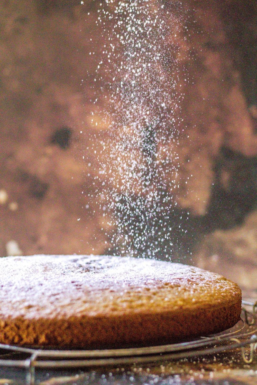 Saftiger Kaffeekuchen aus Mandeln und Matcha. #kuchen #matcha #mandeln #einfach
