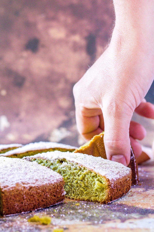 Saftiger Kuchen aus Mandeln und Matcha. #kuchen #matcha #mandeln #einfach