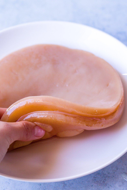Kombucha selber brauen - so geht's! Artikel mit vielen nützlichen Infos und Anleitung und Rezept für den ersten Batch Kombucha. #Fermente #Kombucha #schwarztee #grüntee #japan #jun #scoby