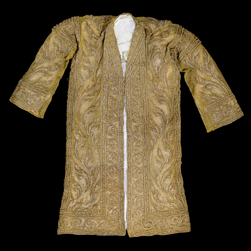 Chalong Phra Ong Khrui (Ceremonial Gold Robe) Gift from Prince Wan Waithayakon to the Smithsonian Institution, 1947 98 x 79 cm Courtesy of the Smithsonian Institution, Department of Anthropology; E-385867-0; Photo by Jim Di Loreto