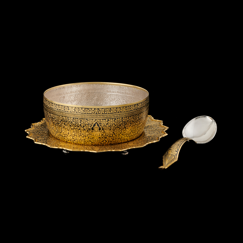 Gold Niello Bowl, Tray, and Ladle Gift from Their Majesties to President Richard M. Nixon and First Lady Pat Nixon, 1969 Bowl: 12.9 x 26 cm; Tray: 36.1 cm diameter; Ladle: 34.3 x 8.8 cm Courtesy of the Richard Nixon Presidential Library and Museum; HS 1969.44.1-3