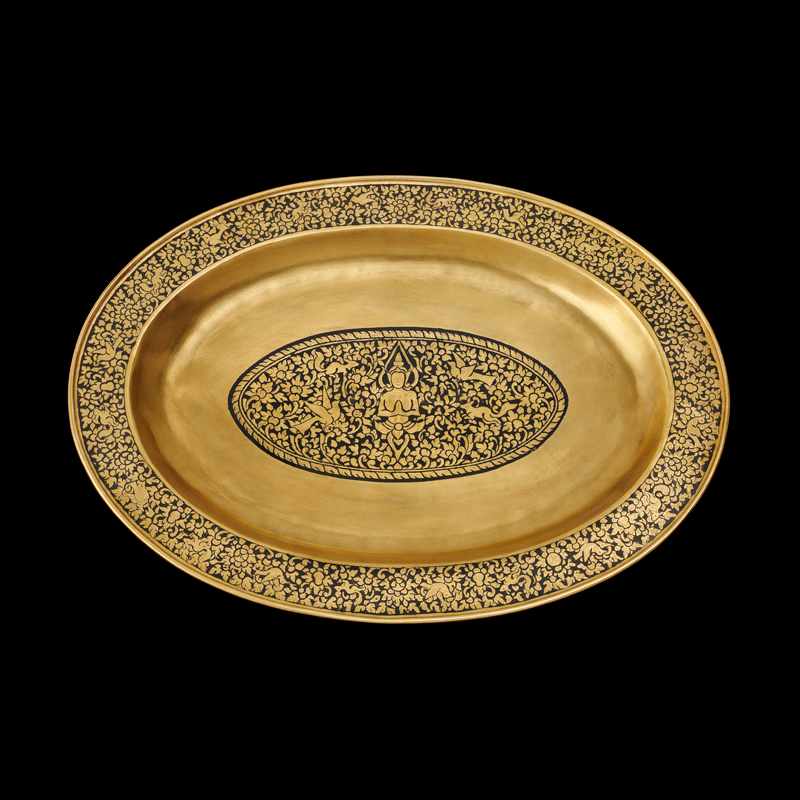Gold Niello Tray Gift from Their Majesties to President Richard M. Nixon and First Lady Pat Nixon, 1969 34.7 x 26.4 cm Courtesy of the Richard Nixon Presidential Museum and Library; HS.1969.48.1-2