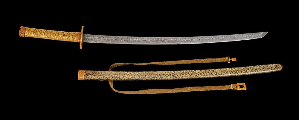 Japanese-style Sword with Gold Niello Scabbard Gift from King Mongkut to President James Buchanan (received by President Abraham Lincoln), 1861 86.4 cm length Courtesy of the National Archives and Records Administration, General Records of the United States Government; 5923141  ดาบทำอย่างญี่ปุ่น ฝักถมทอง ของขวัญพระราชทานจากพระบาทสมเด็จพระจอมเกล้าเจ้าอยู่หัว แก่ประธานาธิบดีเจมส์ บูแคนัน (ประธานาธิบดีอับราฮัม ลินคอล์นเป็นผู้รับ) พ.ศ. ๒๔๐๔ ยาว ๘๖.๔ ซม. ได้รับความอนุเคราะห์จากแผนกบันทึกทั่วไปของรัฐบาลสหรัฐอเมริกา องค์การบริหารจดหมายเหตุและบันทึกแห่งชาติ; 5923141