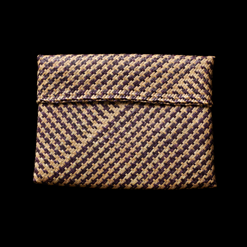 SUPPORT Foundation Woven Straw Purse   Gift from Queen Sirikit to First Lady Barbara Bush, 1991 22.9 x 29.2 x 2 cm Courtesy of the George Bush Presidential Library and Museum; 91.70108.2