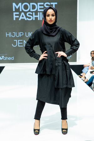 24c31ff6e6bf4 Hijup Jenahara Pise Black Dress and Black Hijab