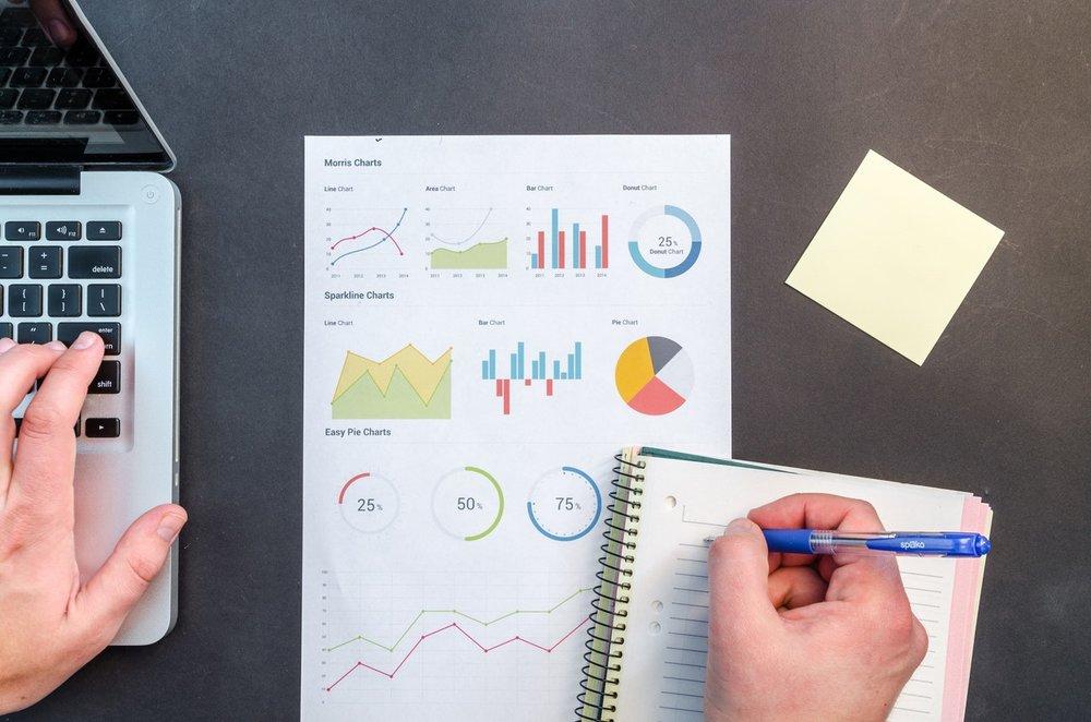Copy of 1/Partagez vos données<strong>Notre équipe de consultants rassemble les documents de votre PMS afin de les intégrer dans EEZYTRACE</strong>