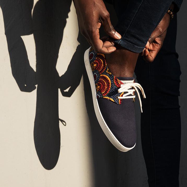 - Secteur : ChaussureAnnée de création : 2015Son engagement Go for Good : SocialSon critère : Une partie du prix de vente des produits Go for Good de la marque Panafrica est reversée à une organisation caritative.A découvrir : Les baskets en toile et tissu wax