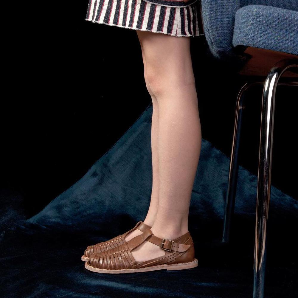 - Secteur : EnfantAnnée de création : 2011Son engagement Go for Good : EnvironnementalSes critères : Les produits Go for Good de la marque Clotaire sont composés d'un minimum de 50% de matières recyclées. Ils contribuent ainsi à la préservation des ressources naturelles.A découvrir : Les sandales tressées en cuir souple
