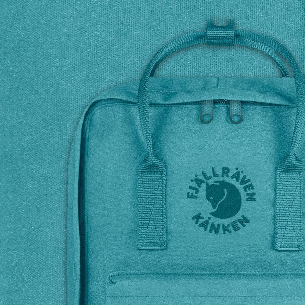 - Secteur : MaroquinerieAnnée de création : 1960Son engagement Go for Good : EnvironnementalSes critères :La sélection Go for Good de la marque Fjällräven est composée de coton biologique ou d'un minimum de 50% de matières recyclées, contribuant ainsi à la préservation des ressources naturelles.Issu de l'agriculture biologique, le coton est cultivé sans insecticides, sans pesticides et ne contient pas d'OGM.A découvrir : L'édition spéciale du sac à dos emblématique Kånken, produite à partir de bouteilles en plastique recyclé
