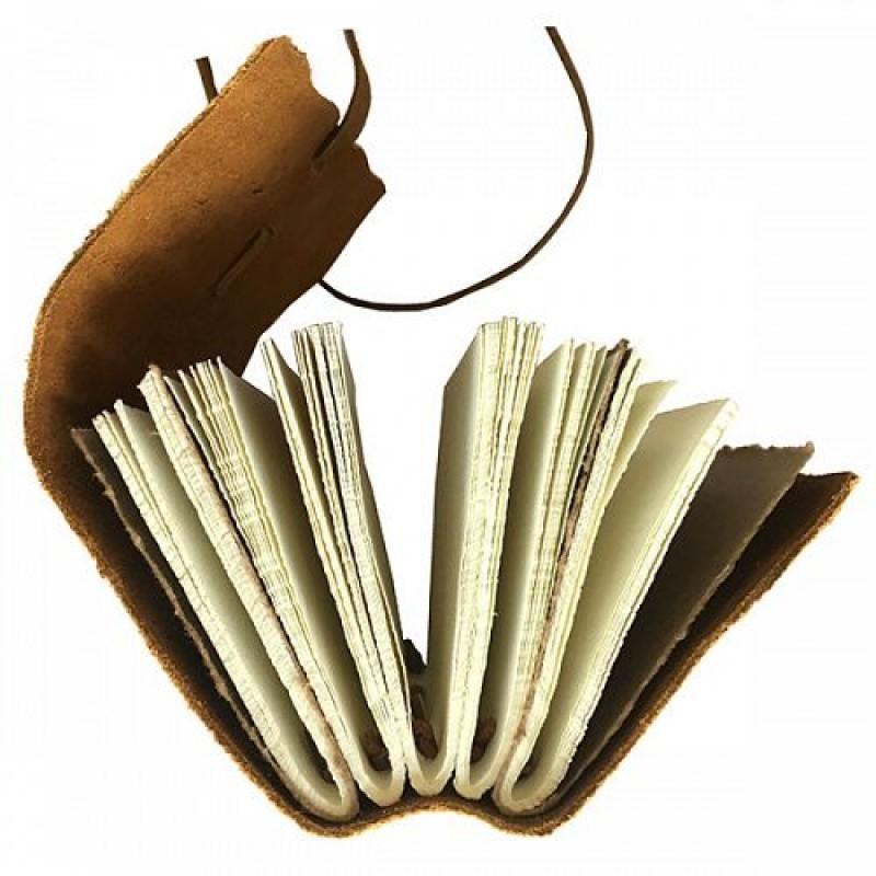 - Secteur : MaisonAnnée de création : 1993Son engagement Go for Good : EnvironnementalSon critère : Une partie de la sélection Go for Good de la marque Lamali est composée d'un minimum de 50% de matières recyclées, et contribue ainsi à la préservation des ressources naturelles.A découvrir : Les carnets en coton recyclé