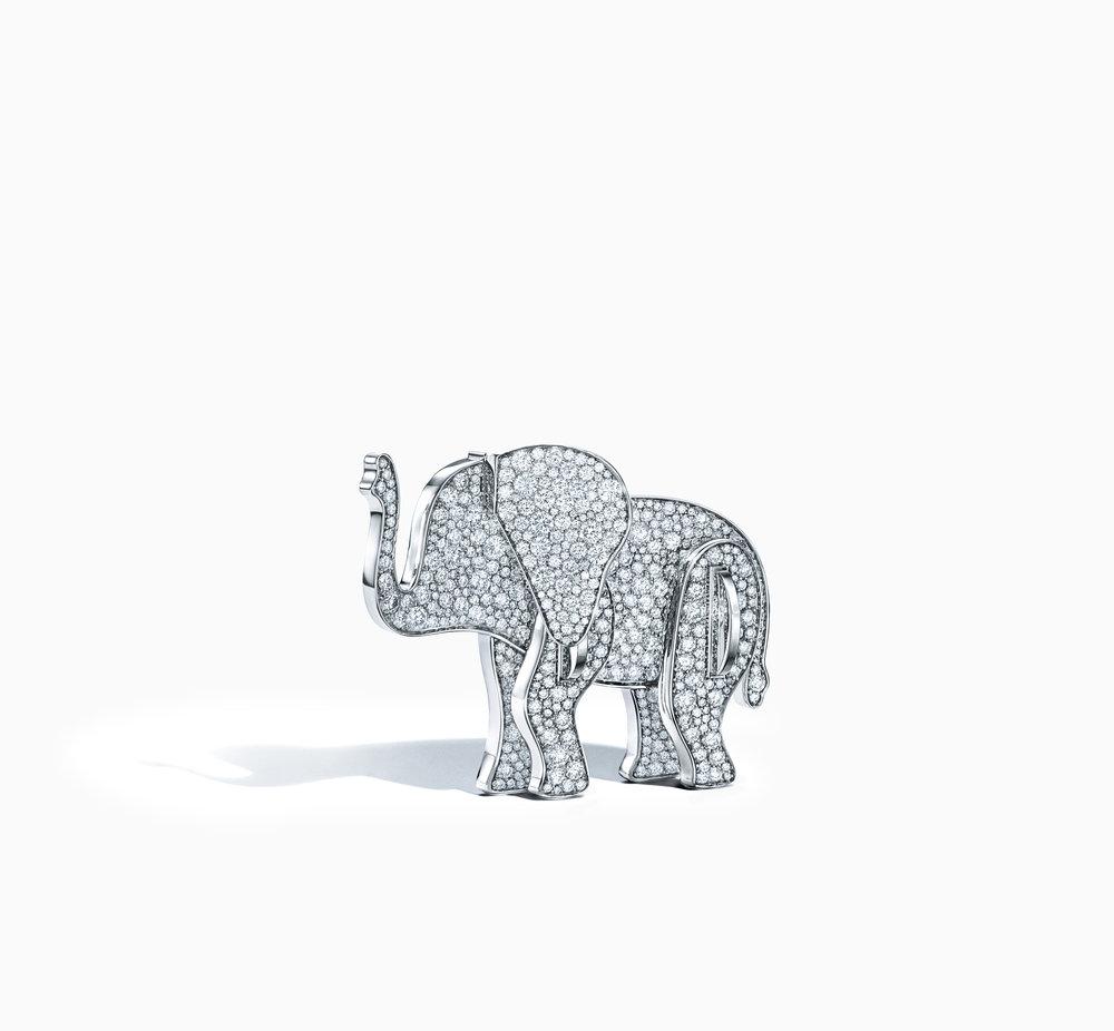 - Secteur : JoaillerieAnnée de création : 1837Son engagement Go for Good : SocialSon critère :La totalité des bénéfices de cette collection, lancée en 2017, sera reversée à des organisations soutenant trois espèces menacées en Afrique : l'éléphant, le rhinocéros et le lion.A découvrir : La broche éléphant en or blanc 18 carats et diamants
