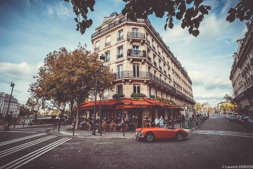 Street-corner-Paris