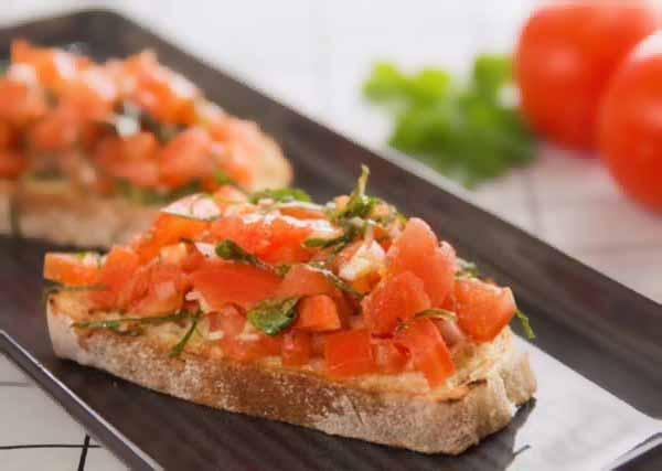 tomato-topped-bruschetta.jpg