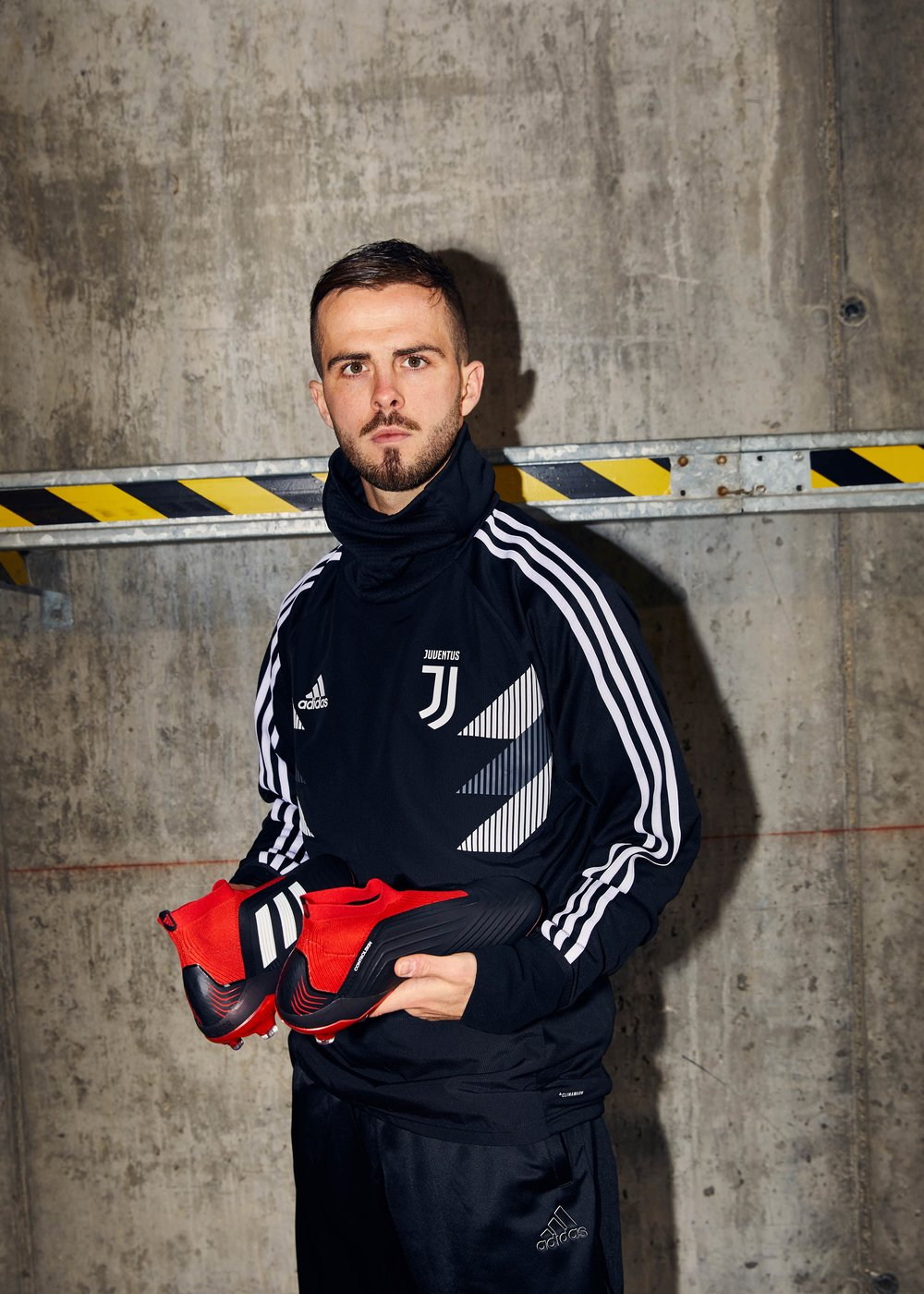 FW18_AClubs_2D_Juventus_SoccerBible_FW18_AClubs_2D_Juventus_SoccerBible_Pjanic_312.jpg