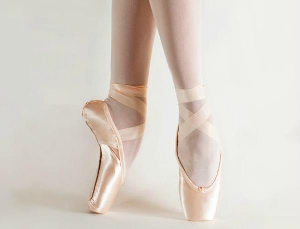 pointe shoes backstage dancewear