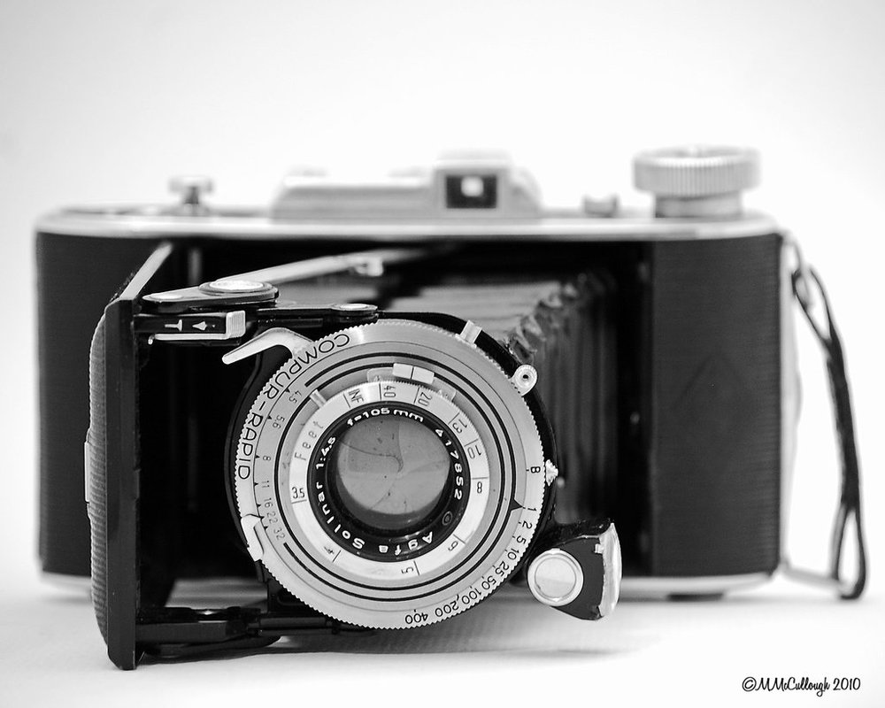 vintage_camera_4_by_mikemc001.jpg
