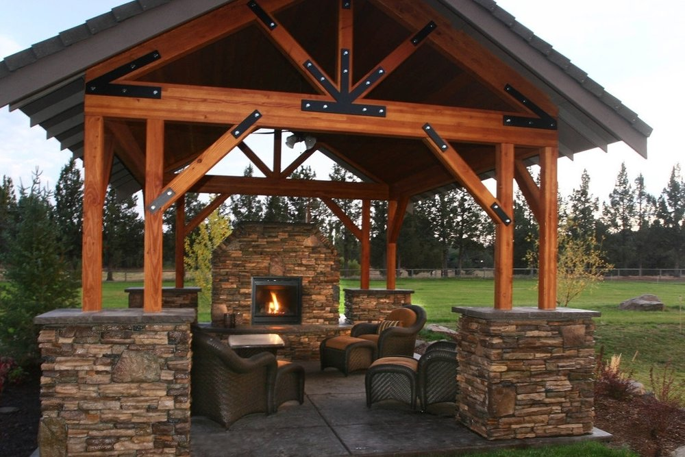 Indoor-Outdoor-Living-Bend-Oregon-Custom-Home-Fire-Pit.jpg