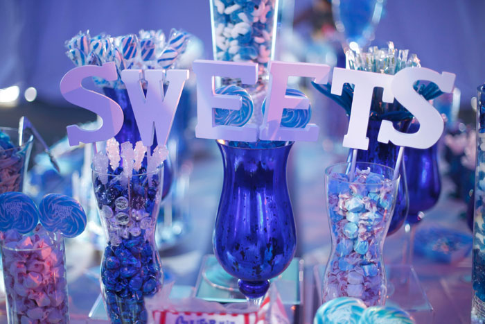 A candy buffet toward the entrance had a mostly blue palette. Photo: 2Me Studios