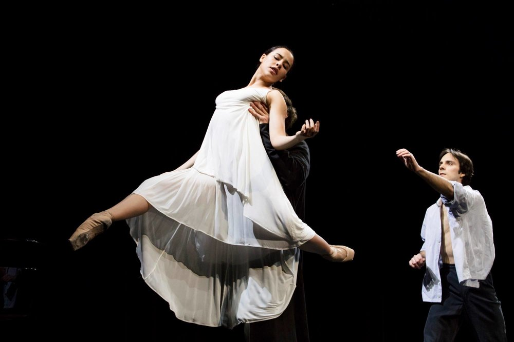 Pas de trois; Winnie Dias, Nicolas Glässman and Florian Pohl performing De-Voir. Photo by Kiran West.