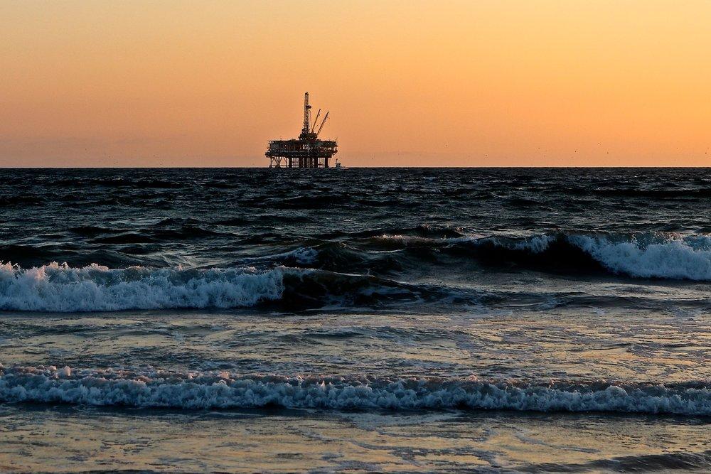 Oil rig 5 July 2012.jpg