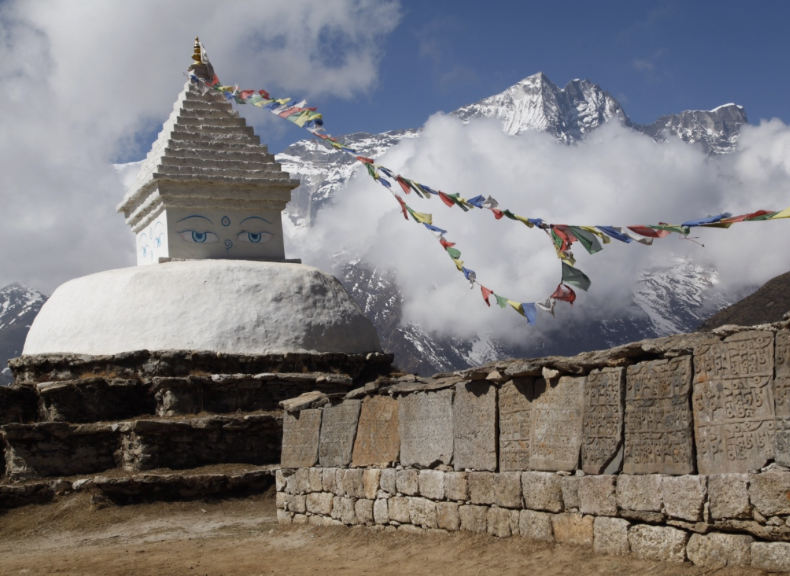 A Chorten and Mani stones on the way to Khumjung, above Namche Bazar.