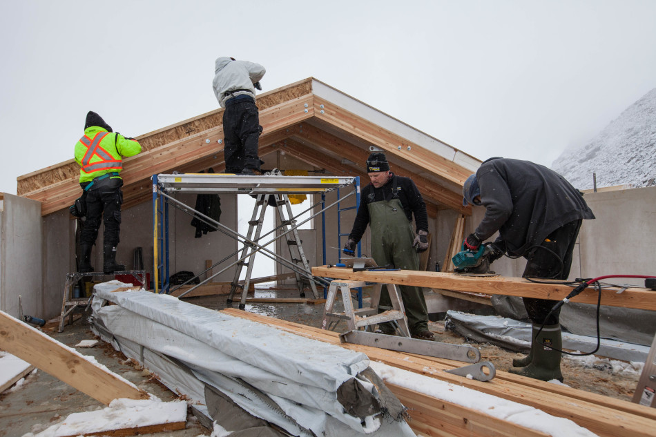 Working-on-rafters-and-roof-panels_Roger-Vernon-950x633.jpg