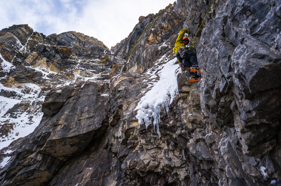 Jay Mills leads a mixed pitch high on Mt. Tuzo. Photo Ian Welsted.