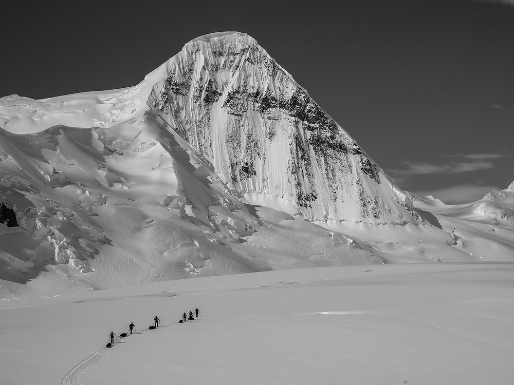 Mt. Cornu (1,549 m) along the way to the Antarctic Peninsula Plateau.