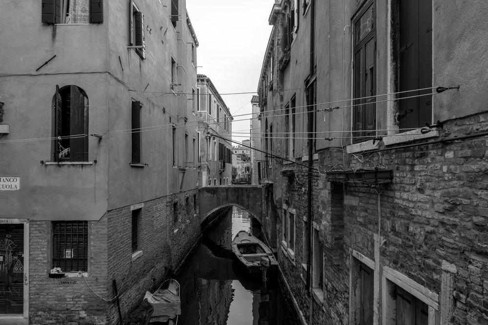 Canal b&w-1.jpg