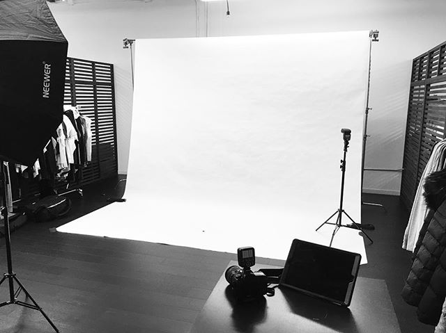 All setup and ready to shoot! At the @vimmia_active offices today for a photoshoot of their pre-spring line. Testing out the Canon 5D Mark IV from @lensprotogo too.