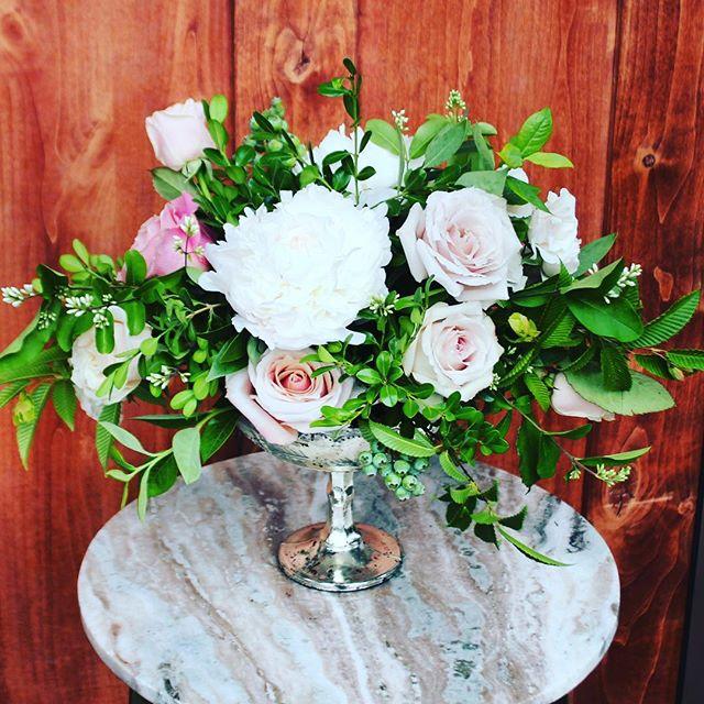 Good Morning PDX  #pdx #blush #weddingideas #pdxflorist #weddingflowers #centerpiecesideas #centerpieces