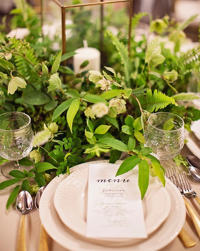 We love all green centerpieces 🌿🌱🍃