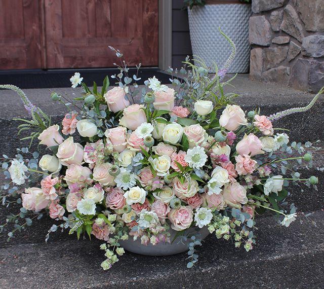 In love with summer flowers collection 🌸 @mrslastivka  #pdxflorist #newbaby #pdx #weddingideas #pinkwedding #pink #weddingflowers #weddingplanner #portlandoregon