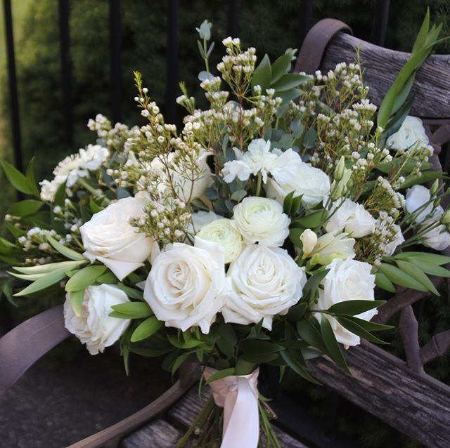 Bridesmaid's 💐  #weddingflowers #weddingideas #pdx #pdxflorist #bridalhair #bridesmaids