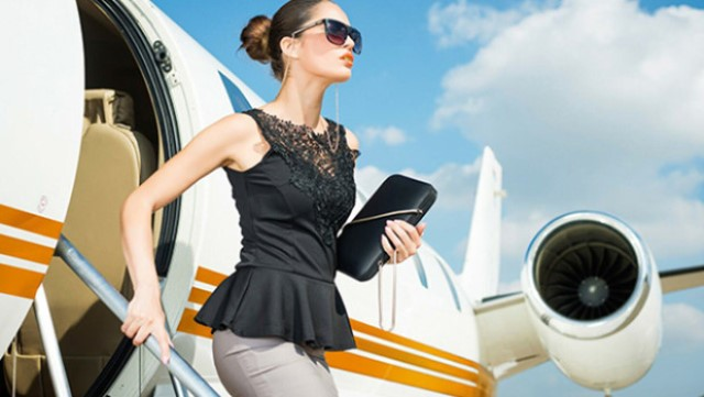 Photo-woman-and-airplane-photo-by-Predrag-Vuckovic-620x350.jpg